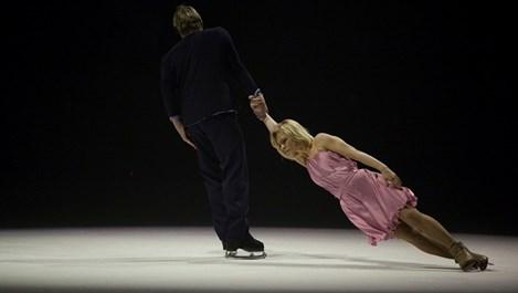 """Албена Денкова (без Максим?) танцува  на лед в """"Арена Армеец"""""""