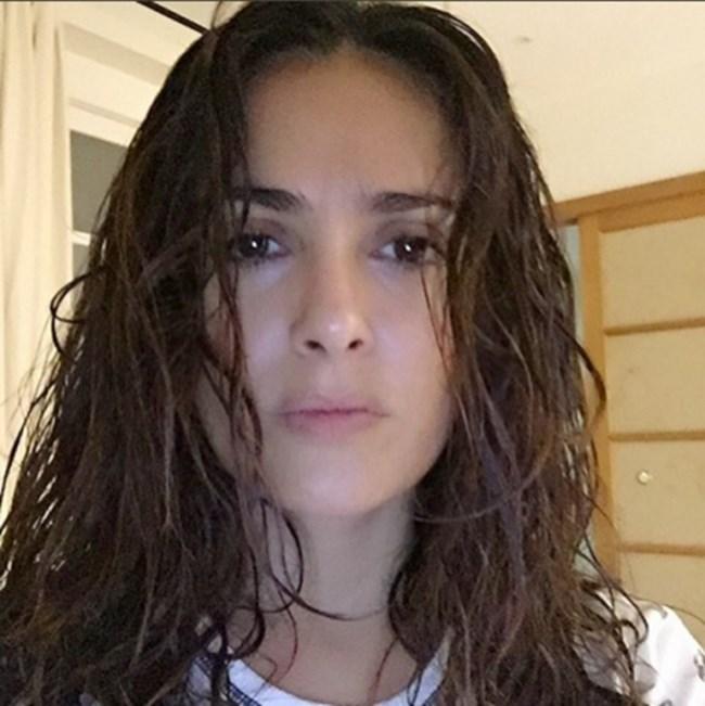 """51-годишната мексиканка също участва в революцията #NoMakeUp. """"Мокра коса, без грим, без филтри, без ретуш, но с добра фотографска светлина."""",снимка: Instagram/Salma Hayek"""