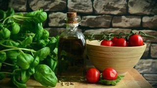 Как да отглеждаме зелени подправки и какво да готвим с тях