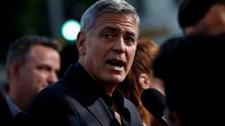 Автомобил блъсна Джордж Клуни