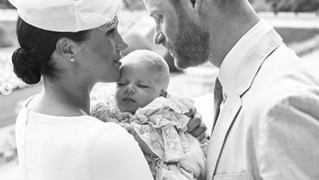 Кръстиха кралското бебе Арчи с вода от река Йордан(Снимки)