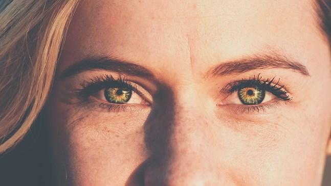 Зачервени очи след раждането. Нормално ли е?