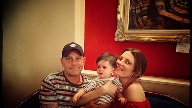 Вергов и Духовникова си играят със сина на Луиза Григорова