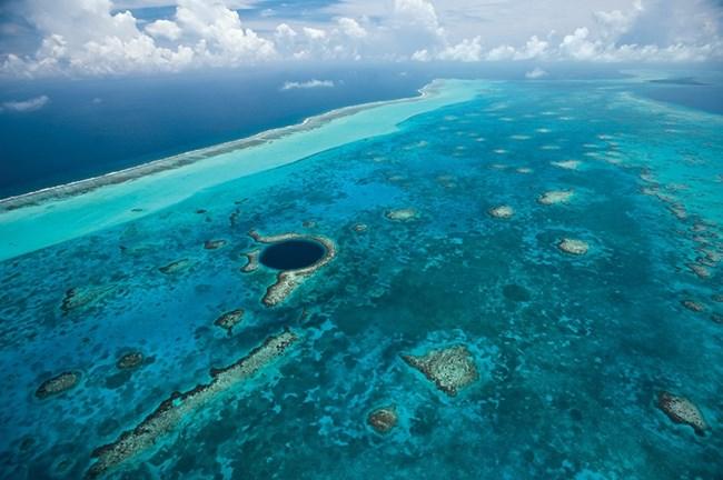 Белизки бариерен риф