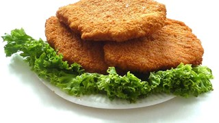 Панирано пиле със зеленчукова подправка
