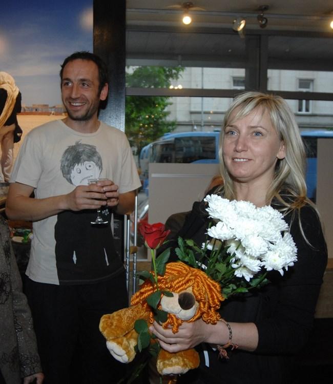 """За пръв път Елена Йончева се появява заедно с архитекта Пламен Тодоров през 2010 г. на своя изложба с фотографии от Сомалия.  СНИМКА: """"24 ЧАСА"""""""