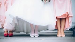 Кои видове обувки са перфектни за различните модели рокли
