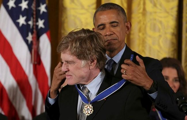 През 2016 г. амаериканският президент Брак Обама награждава актьора с медал на свободата в белия дом.