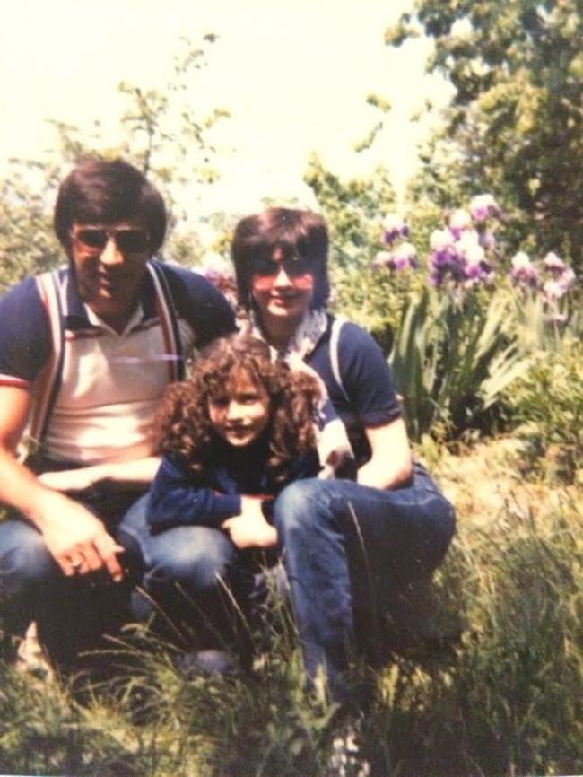 Белослава като малка със своите родители Анета Сотирова и баща й Борислав Стоянов.