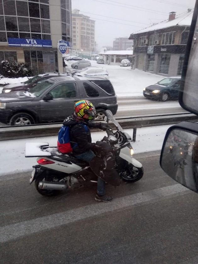 Със скутер в снега