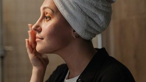 Невероятните ползи от почистването на лицето с масла