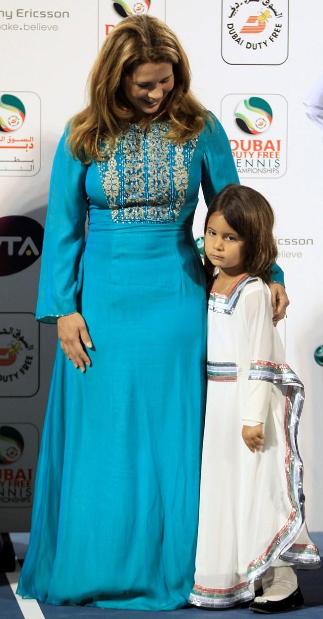 Хая бинт Хусейн с дъщеря си принцеса Джалия
