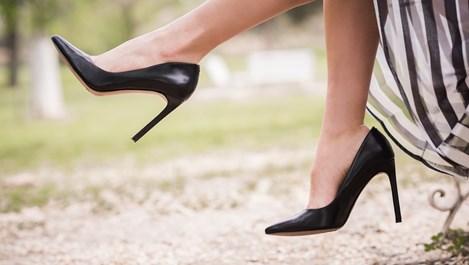 Как да разширим стягащите обувки