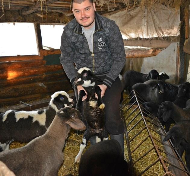 На 25 години, Ерик отказва живота на журналист в София, за да спаси фермата на дядо си - вече отглежда 90 овце