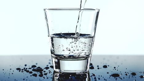 Колко вода трябва да пием и защо