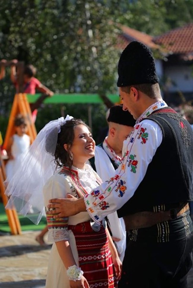 Депутатката Галя Василева с носия на сватбата си