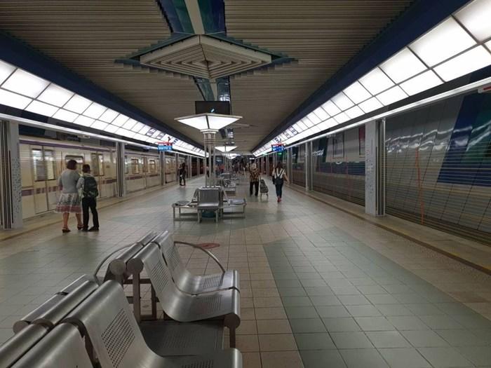 """Вече са готови и автоматичните предпазни врати на метростанция """"Опълченска"""" СНИМКА: Фейсбук/Йорданка Фандъкова"""