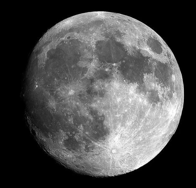 Учени за пръв път наблюдаваха формиране на луна около планета извън Слънчевата система