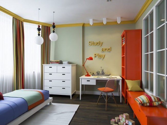 Детската стая е просторна и светла