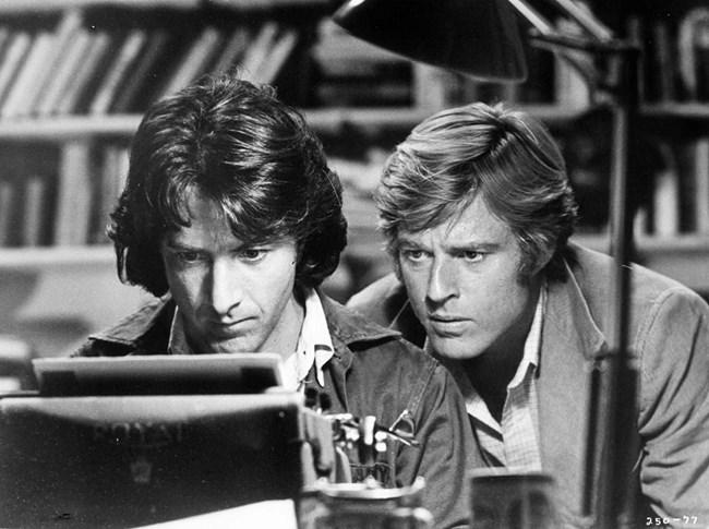 """Една от най-запомнящите се роли на Редфорд е във филма """"Цялото президентско войнство"""", в който си партнира с Дъстин Х"""