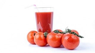 Детоксикиращо средство с доматен сок, чесън и куркума