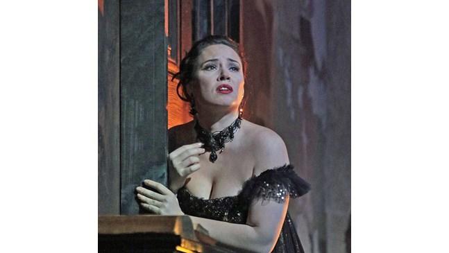 Соня Йончева на сцена месеци след раждането  на второ дете