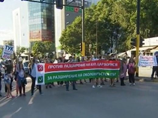 """Жители на столичния """"Княжево"""" протестират срещу ремонта на """"Цар Борис III"""""""