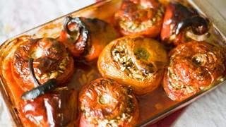 Пълнени домати и чушки със стафиди