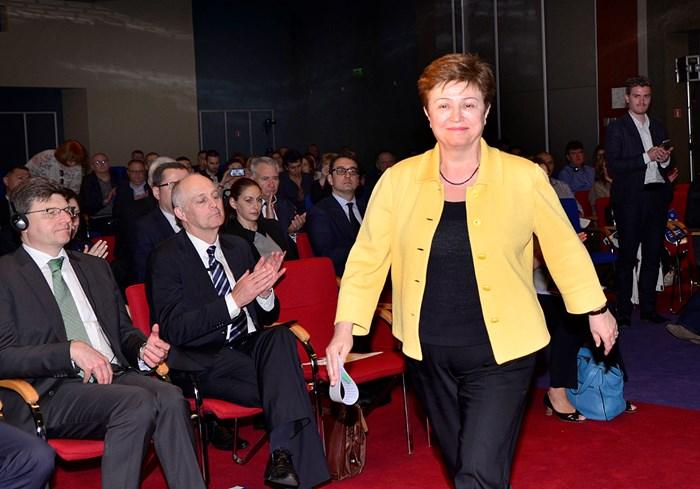 """В новия доклад по темата за класацията Doing Business името на Кристалина Георгиева не се споменава. В него се говори вече за """"правителствен"""" натиск при съставянето на рейтингите. Освен това той препоръчва изготвянето на класацията да продължи."""