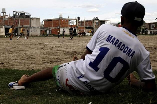 Светът страда за Марадона