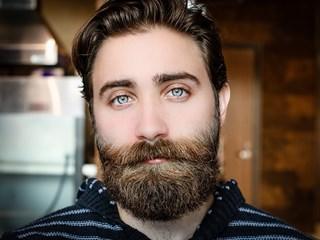 Мустаците и брадите разпространяват ли COVID-19?