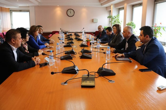 Нинова: В тежката криза първо трябва да защитим българското производство