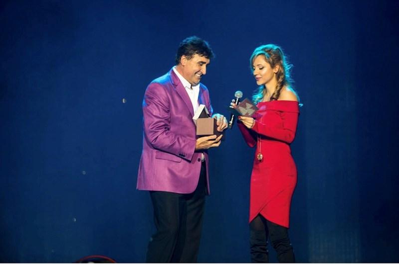 Дъщерята на Вееселин Маринов го изненада на негов концерт в зала 1 на НДК. СНИМКИ: ЛИЧЕН АРХИВ
