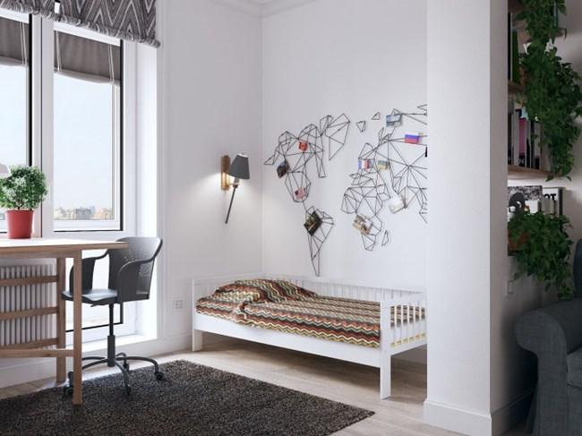 Леглото на детето е зад малка преграда, която играе роля и на библиотека