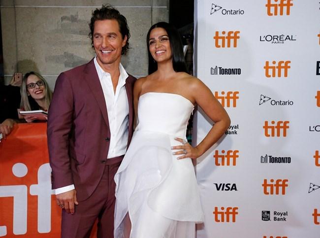 Матю Макконъхи с бразилската си съпруга