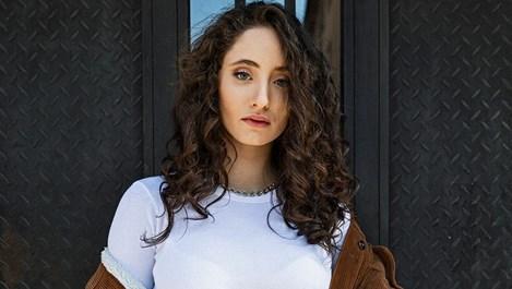 Алма Армутлиева - момичето, което завладя MTV