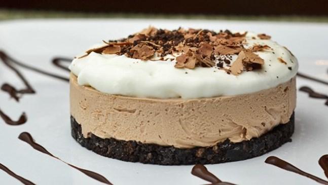 Лесен чийзкейк с течен шоколад без печене