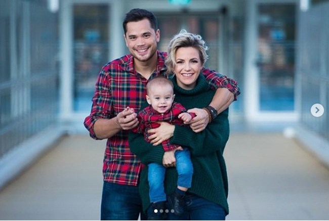 Поли Генова с мъжа си и детето