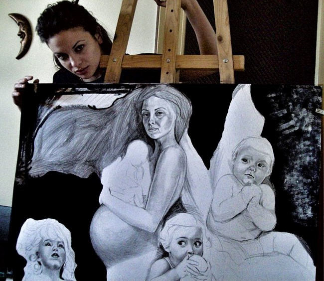 Между всичките си ангажименти актрисата намира време и за рисуване.