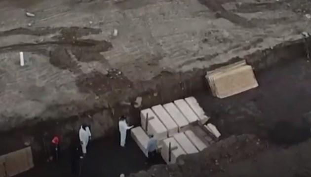 Заравят жертви на COVID-19 в масов гроб край Ню Йорк (Видео)
