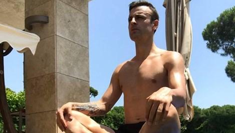 Бербатов прави йога полугол (снимка)
