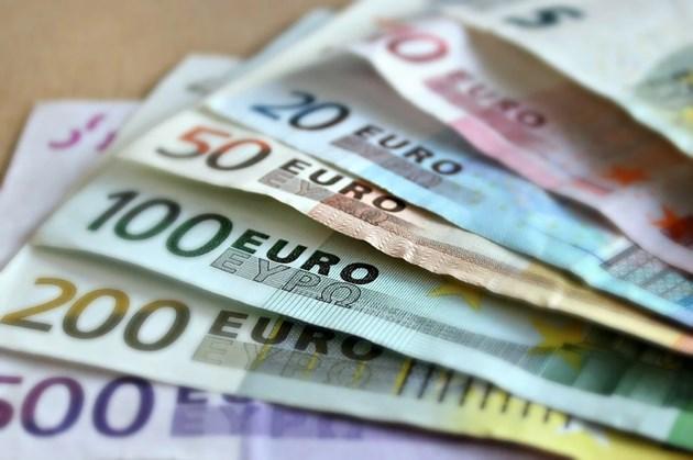 За един и същи труд жените в ЕС получават с до 865 евро по-малко от мъжете