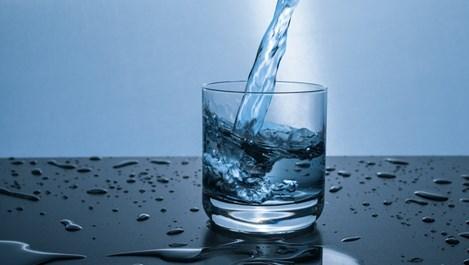 Какво става с тялото, ако пием само вода