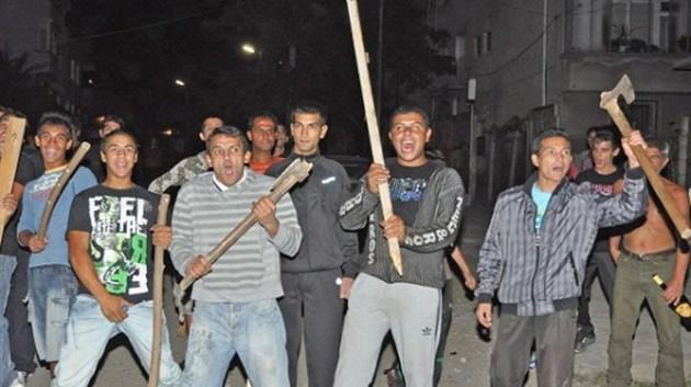 Пияни цигани нападат работници, жандармерия ги брани