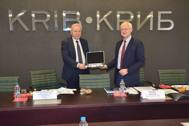 КРИБ предаде на АИКБ ротационното председателство на АОБР за 2021 г.