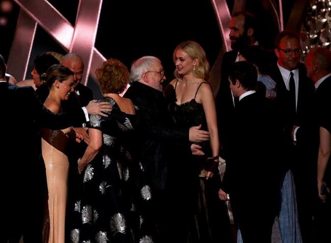 Авторът и продуцент Джордж Р. Р. Мартин празнува наградата