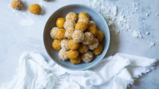 Бисквитени топчета с мед без печене