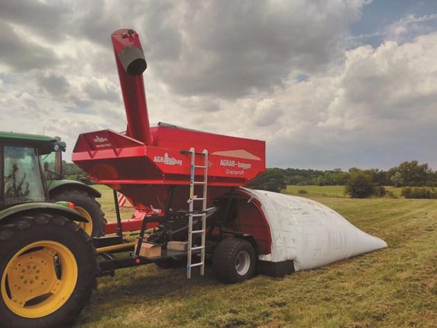 AGRAR-bagger Grainprofi ще пълни тунела
