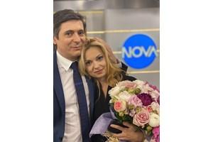 Николаев поднесе огромен букет с рози на прощаване с Аделина Радева.