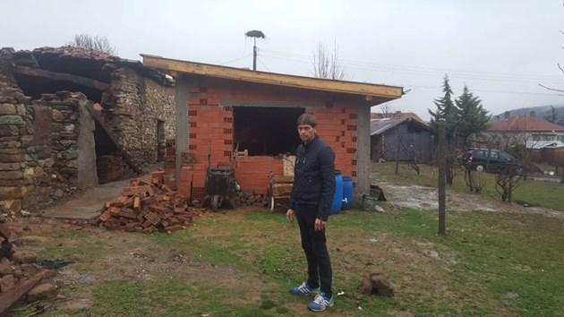 Героят Ерсин след пожара, изпепелил дома му: Спасих болния ми брат от огъня през прозореца